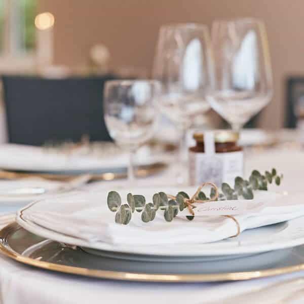 Unsere erfahrenen Mitarbeiter planen mit Ihnen die Hochzeit, die Sie verdienen.