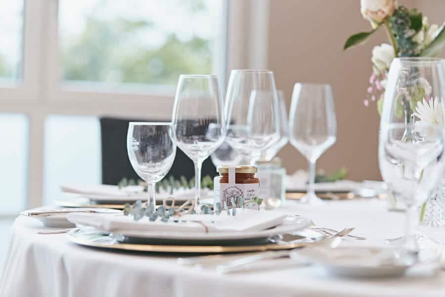 Seehotel Maria Laach: Traditionsreiche Kulisse für Ihre Hochzeit.