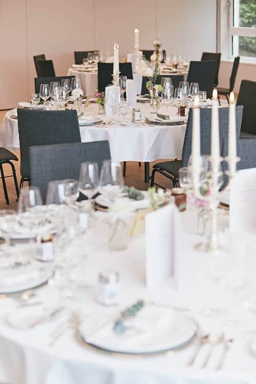 Gold- und Diamantehochzeiten, Kommunion, Geburtstage und vieles mehr: Unbeschwertes Feiern im Seehotel Maria Laach.